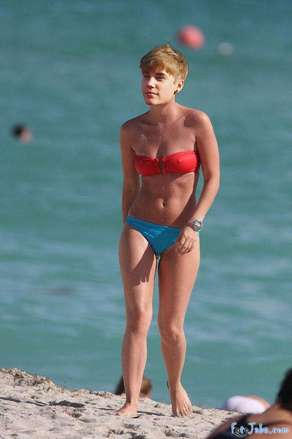 ФотоЖаба на Джастина Бибера в бикини купальнике - фото 2