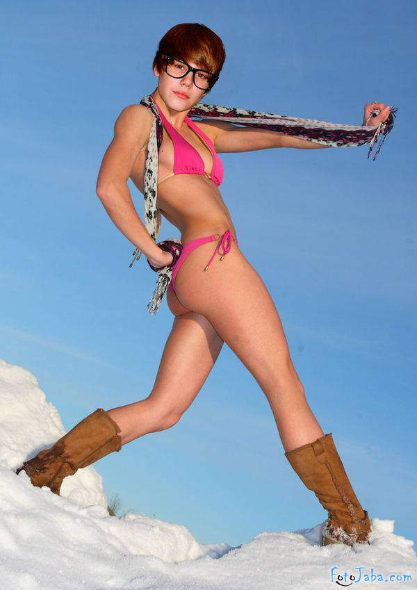 ФотоЖаба на Джастина Бибера в бикини купальнике - фото 8